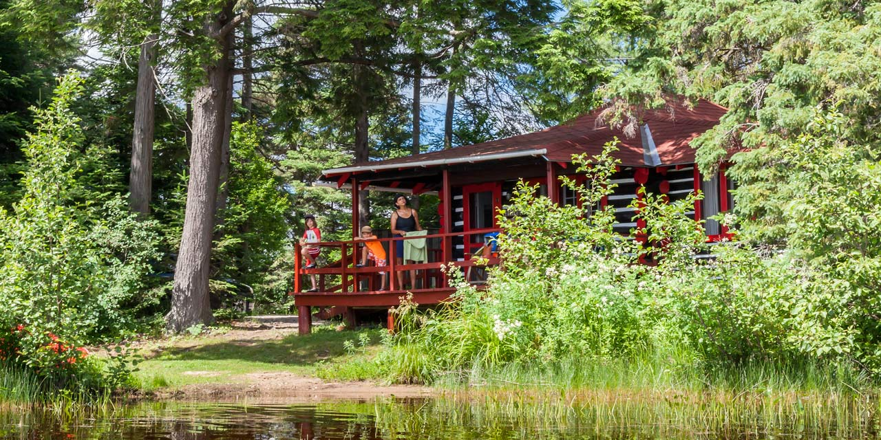 wilderness lakeside family cabins