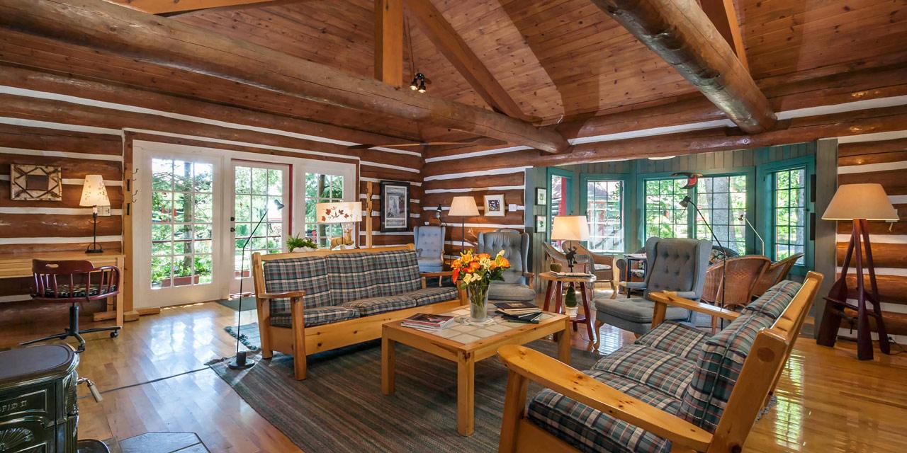 comfortable resort lounge at wilderness inn