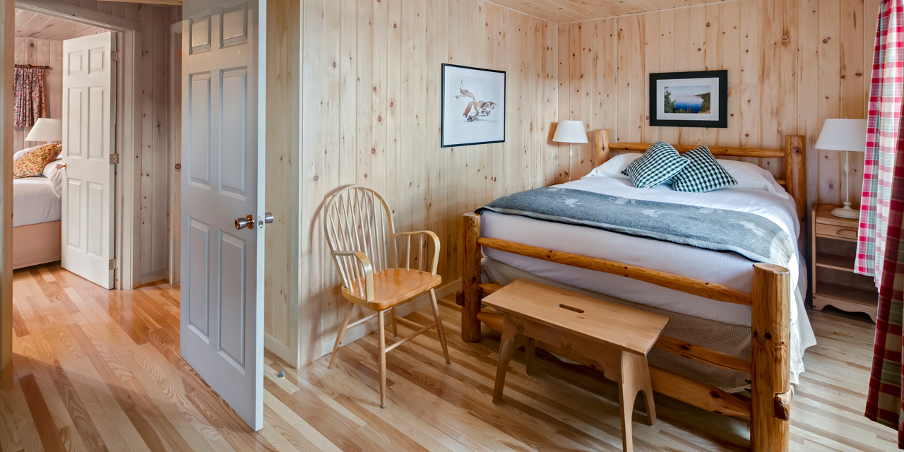pine-two-bedroom-cabin-accommodations-wilds
