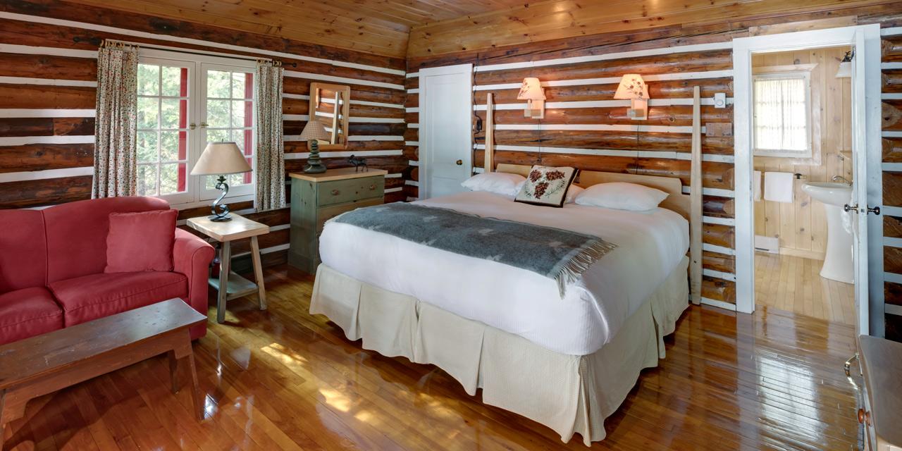 queen-one-bedroom-cabin-algonquin-nature
