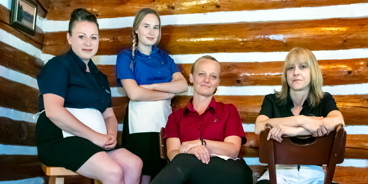 friedly service wait staff algonquin accommodation